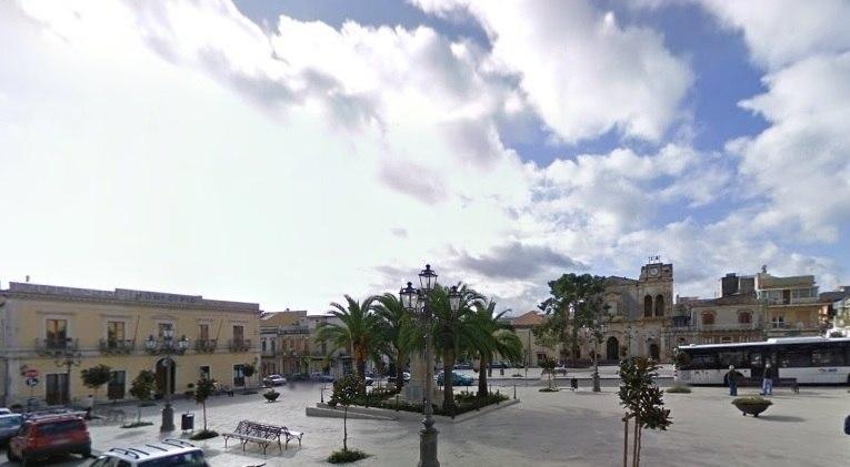 _piazza_solarino