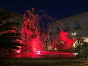 fontana diana di rosso giornata violenza donne siracusa times