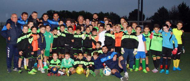 I ragazzi e i tecnici che hanno preso parte allo stage realizzato in collaborazione col Genoa s.c. palazzolo siracusa times