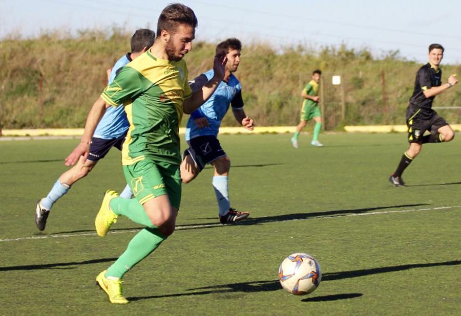 L'esterno gialloverde Paolo Serrantino in azione