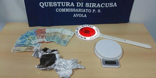 avola-droga-hashish-sequestro-contanti-euro-bilancino-polizia-siracusa-times