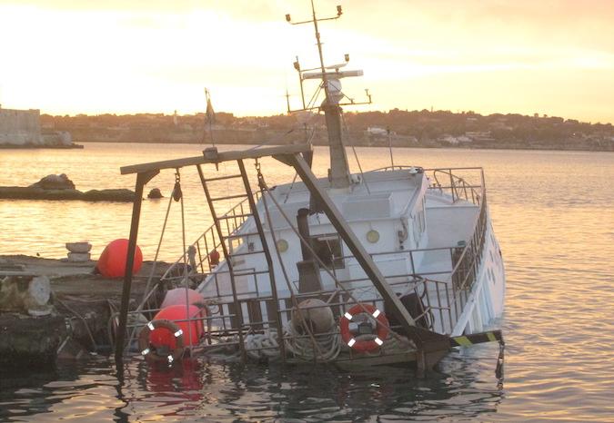 peschereccio_affondato porto grande siracusa