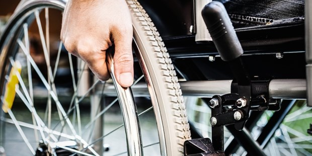 sedia-a-rotelle-disabili-barriere-architettoniche-siracusa-times
