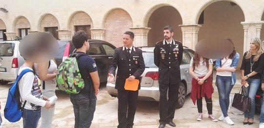 rizza-alunni-con-i-carabinieri-siracusatimes