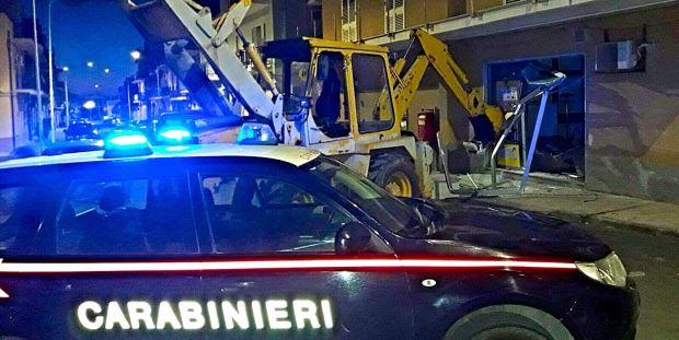 escavatore-carabinieri-postamat-villasmundo-siracusa-times